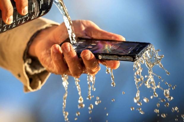 l'xperia Z résiste à l'eau et fait la plus grande fierté de Sony et de beaucoup de monde